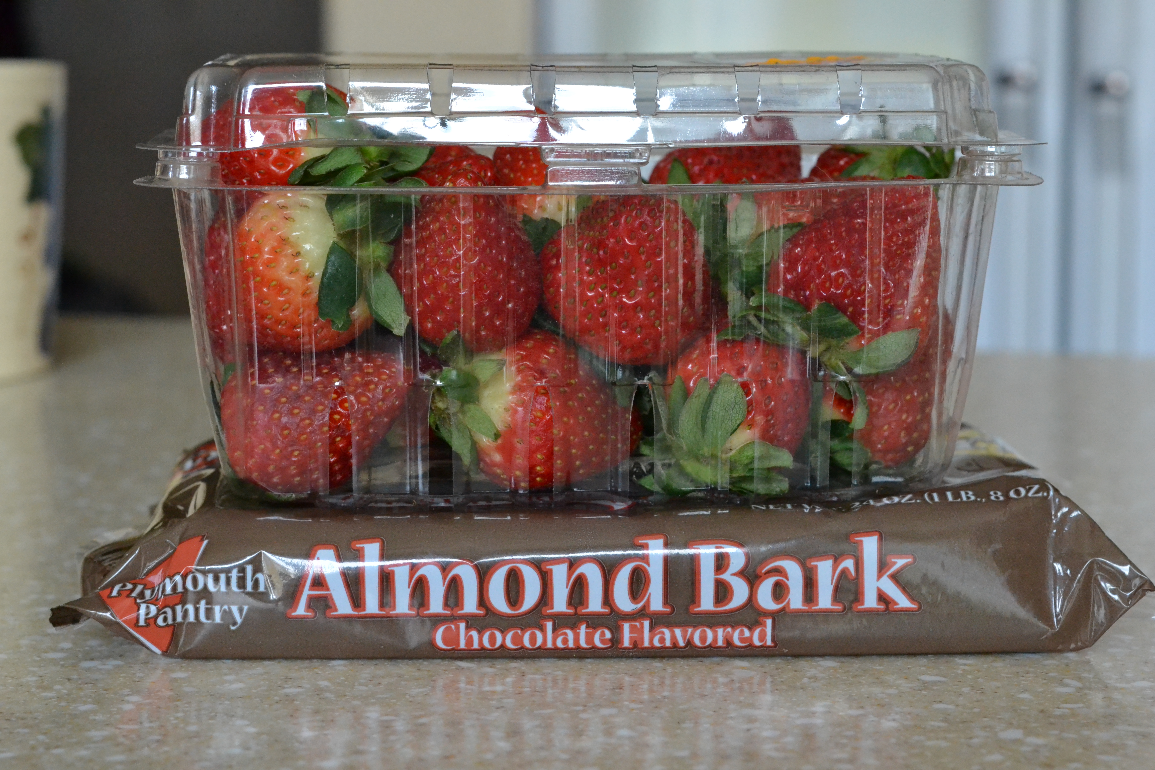 How to make chocolate covered strawberries very simple for What can you make with strawberries