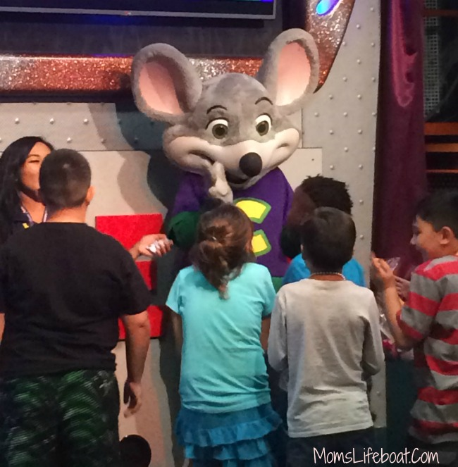 save at chuck e cheese